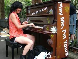 barcelona-street-art-project-pianos2-1